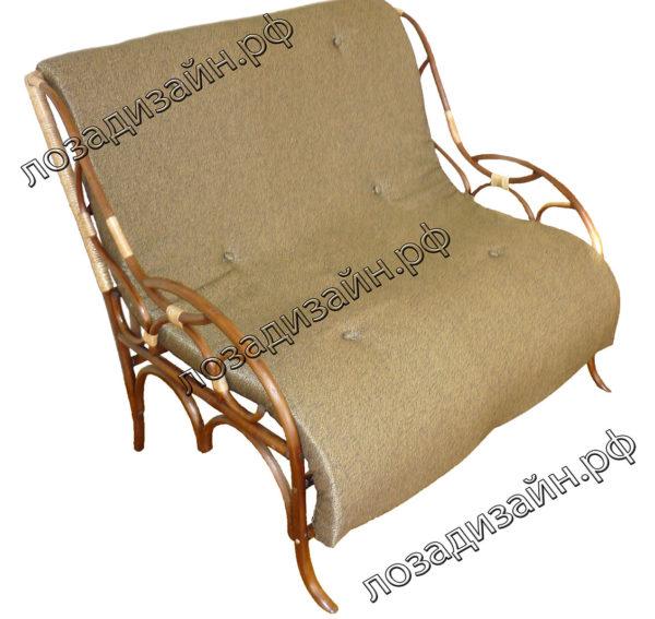 Плетеный диван с мягкой обивкой