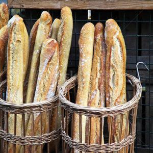 Круглая багетница в хлебом