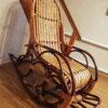 Кресло качалка ведуга у лестницы