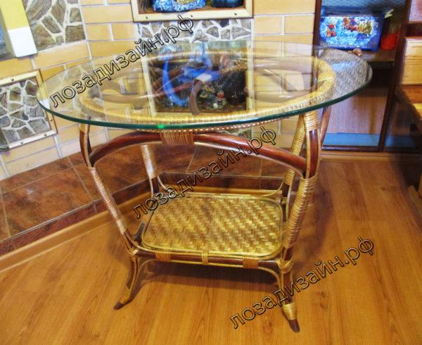Плетеный стол со стеклом