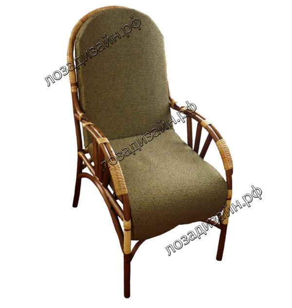 Плетеное кресло с мягкой обивкой